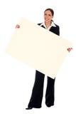 Femme d'affaires retenant l'affiche blanc Images stock