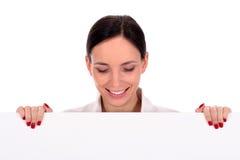 Femme d'affaires retenant l'affiche blanc Images libres de droits