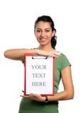 Femme d'affaires retenant la planchette blanc Images libres de droits