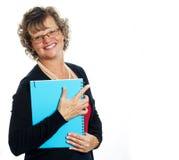 Femme d'affaires retenant un dépliant Photos stock