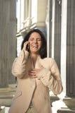 Femme d'affaires riante au téléphone Photo libre de droits