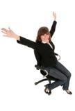 Femme d'affaires s'asseyant dans la présidence de bureau photographie stock