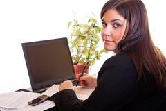 Femme d'affaires s'asseyant dans le bureau image libre de droits