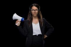 Femme d'affaires sûre attirante tenant le mégaphone Images stock