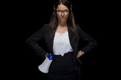 Femme d'affaires sûre attirante tenant le mégaphone Photo stock