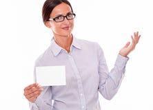 Femme d'affaires satisfaisante de brune avec l'espace de copie Image stock