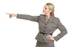 Femme d'affaires se dirigeant à gauche photographie stock libre de droits