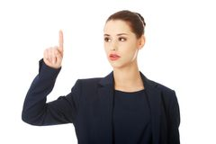 Femme d'affaires se dirigeant par un doigt Image stock