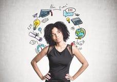 Femme d'affaires songeuse d'Afro-américain, éducation Photos stock