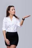 Femme d'affaires soufflant sur la paume Images stock