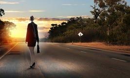Femme d'affaires sur la route Images stock