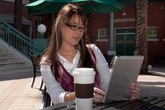 Femme d'affaires sur la tablette Images libres de droits
