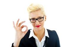 Femme d'affaires sur le fond blanc avec des verres Photos stock