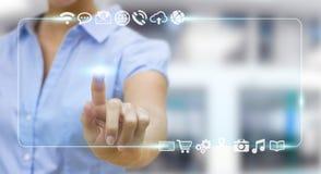 Femme d'affaires surfant sur l'Internet avec l'interface tactile numérique Image stock