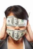 Femme d'affaires étant aveuglée avec de l'argent Image libre de droits