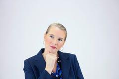 Femme d'affaires tenant la main sous Chin Photo stock