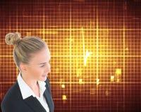 Femme d'affaires tenant le comprimé Image stock