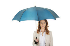 Femme d'affaires tenant un parapluie photo stock