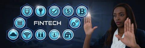 Femme d'affaires touchant Fintech avec de diverses icônes d'affaires Photos stock