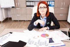 Femme d'affaires travaillant à la campagne de marketing Photos libres de droits