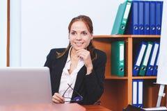 Femme d'affaires travaillant dans le bureau Photo libre de droits