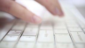 Femme d'affaires travaillant sur l'ordinateur portable clips vidéos
