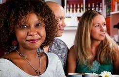 Femme d'Afro-américain avec des amis Images libres de droits