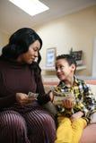 Femme d'afro-américain avec son fils Images libres de droits