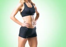 Femme d'ajustement, en bonne santé et sportive dans les vêtements de sport d'isolement sur le blanc Photographie stock