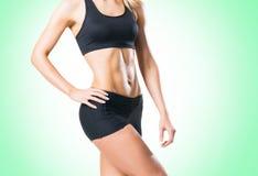 Femme d'ajustement, en bonne santé et sportive dans les vêtements de sport sur le blanc Image libre de droits
