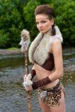 Femme d'Amazone sur le fond du fleuve Photos stock