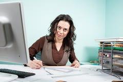 Femme d'architecte dans son bureau Images libres de droits
