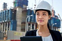 Femme d'entreprise de construction image stock