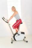 femme d'exercice de vélo Photos stock