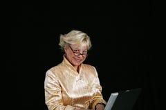 femme d'ordinateur de gestion Image stock