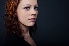 Femme d'une chevelure rouge Photo stock
