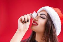 Femme dans des vêtements de fond de rouge de Santa Claus cartoon images stock