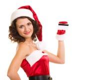Femme dans des vêtements du père noël avec par la carte de crédit Photographie stock libre de droits