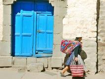 Femme dans des vêtements typiques Photographie stock libre de droits