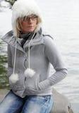 Femme dans l'équipement de l'hiver photo libre de droits