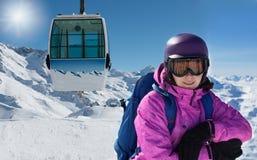 Femme dans l'équipement de ski Photographie stock libre de droits