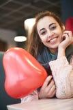 Femme dans l'amour dans le jour de valentines Photographie stock