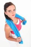 Femme dans l'exercice d'équipement de gymnastique photo stock