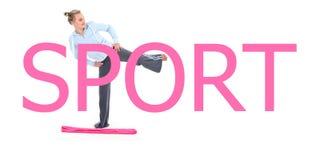 Femme dans l'exercice d'équipement de gymnastique image stock