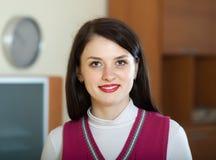 Femme dans l'intérieur de maison ou de bureau Images libres de droits