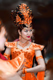 Femme dans l'orange photos libres de droits
