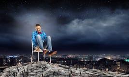 Femme dans la chaise Image libre de droits