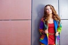 Femme dans la couleur d'automne image stock