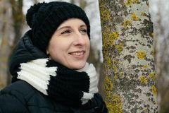 Femme dans la forêt Photos stock