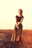 Femme dans la jupe photo stock